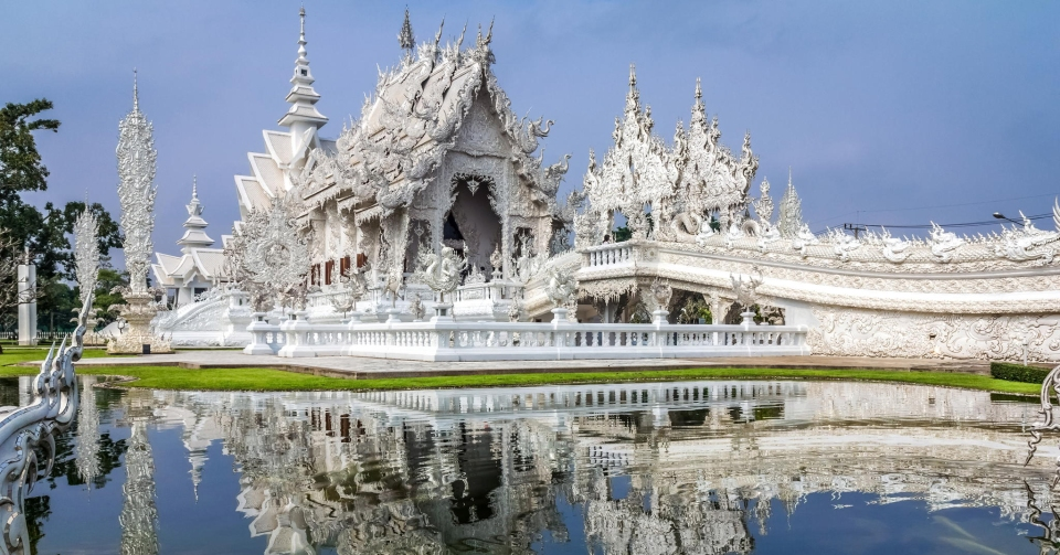white-temple-wat-rong-khun-buddhist-thailand-architecture-fb.jpg